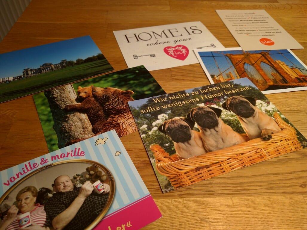 Postkarten an das Ehepaar schicken